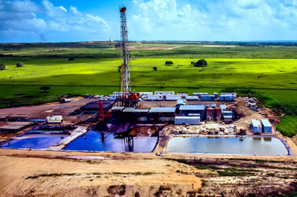 Ponds near oil rigs store wastewater from the fracking process, which is disposed of by injecting it back into the well. Some scientists believe this can cause earthquakes. Photo: GettyImages