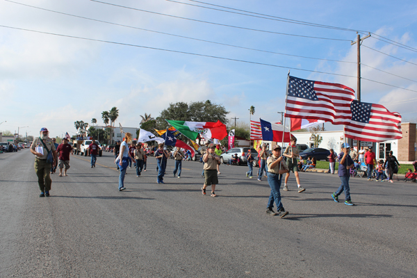 Parade participants bearing the U.S,, Mexican, Canadian and Texan flags. Photo: Tony Vindell/LFN