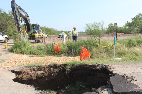 Workers with Valley Crossing Pipeline by the sinkhole on Highway 100. Photo: Tony Vindell/LFN